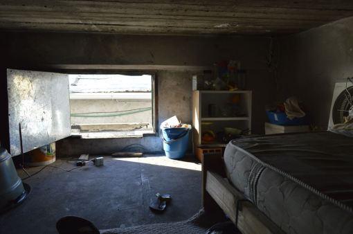 La entrada a la celda donde dormían los costureros