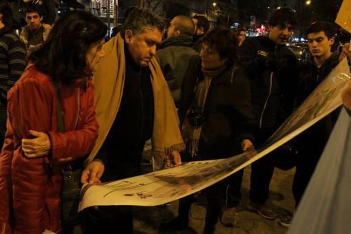 Padre Rodolfo Arroyo el lunes viendo el Mapa