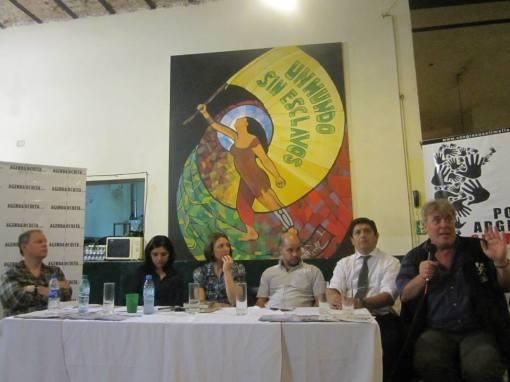 De izq a der: Savoia, Sànchez Andia, Reyes, Gasulla, Moreno y Vera al micrófono